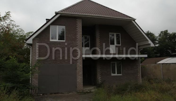 Класичний цегляний будинок