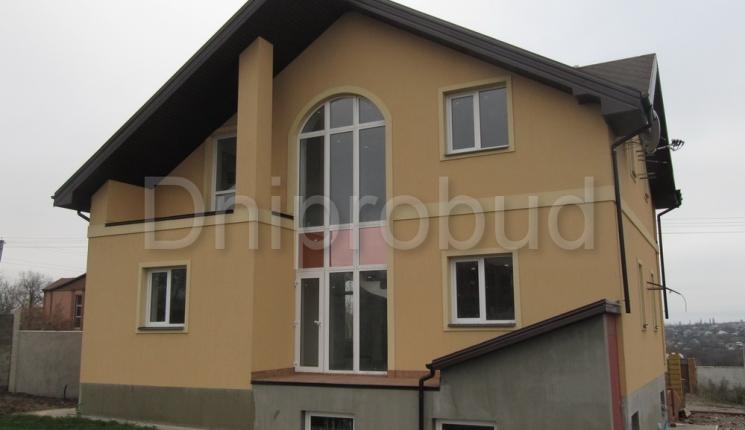 Будинок з цокольним поверхом