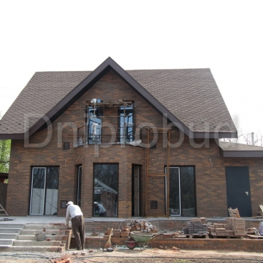 Будинок, облицьований клінкерною цеглою