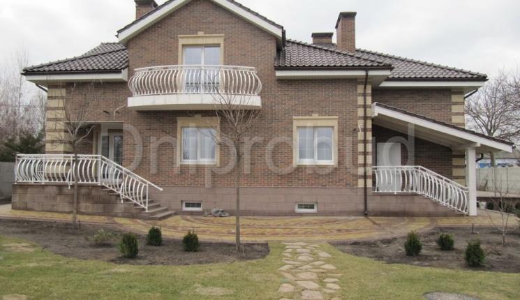 Класичний будинок мансардного типу
