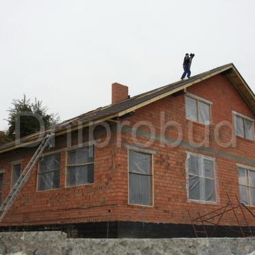 Класичний будинок на березі