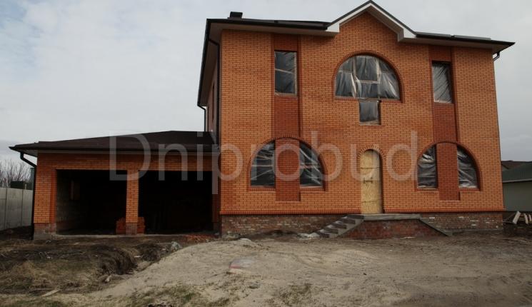 Великий будинок з гаражем на 2 авто