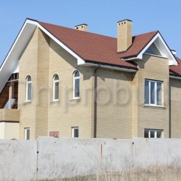 Будинок 2-х поверховий з мансардою та погрібом
