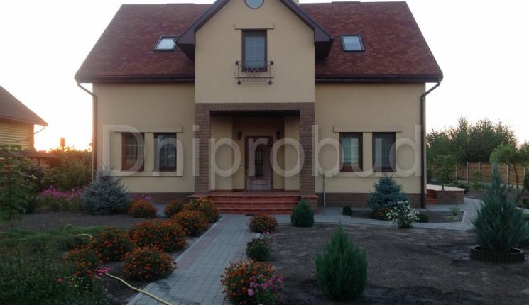 Заміський будинок для двох поколінь