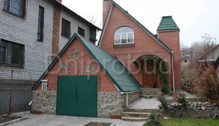 Будинок у Дніпропетровську на вузькій ділянці